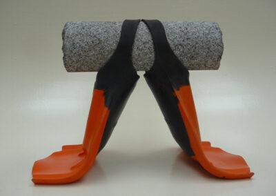 2016-Le poids des choses-Granit, Caoutchouc-HT 40 cm x 35 cm