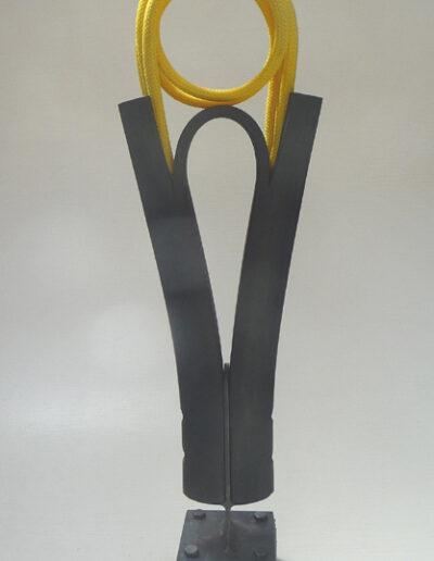 Loïc Hervé, 2020, Dualité Granit, Caoutchouc, Filin jaune, HT 99cm x 26cm