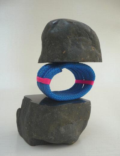 2020-Dualité-Granit,Filin bleu-Ht38cm x18cm