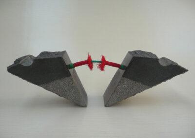 2020-Dualité-Granit,filin rouge-Ht17cm x45cm