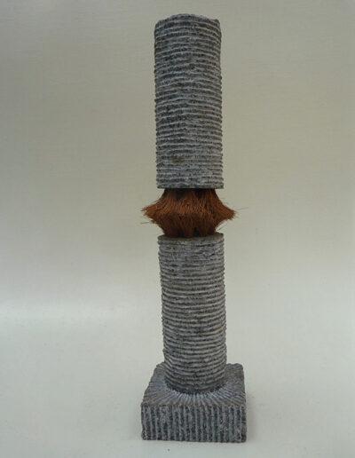 2013-Le poids des choses-Granit, Poils de coco-HT 49 cm x 12 cm